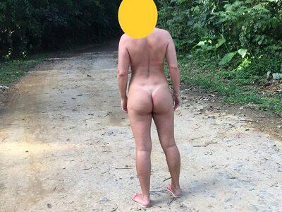 Esposa gosta de ficar pelada ao ar livre