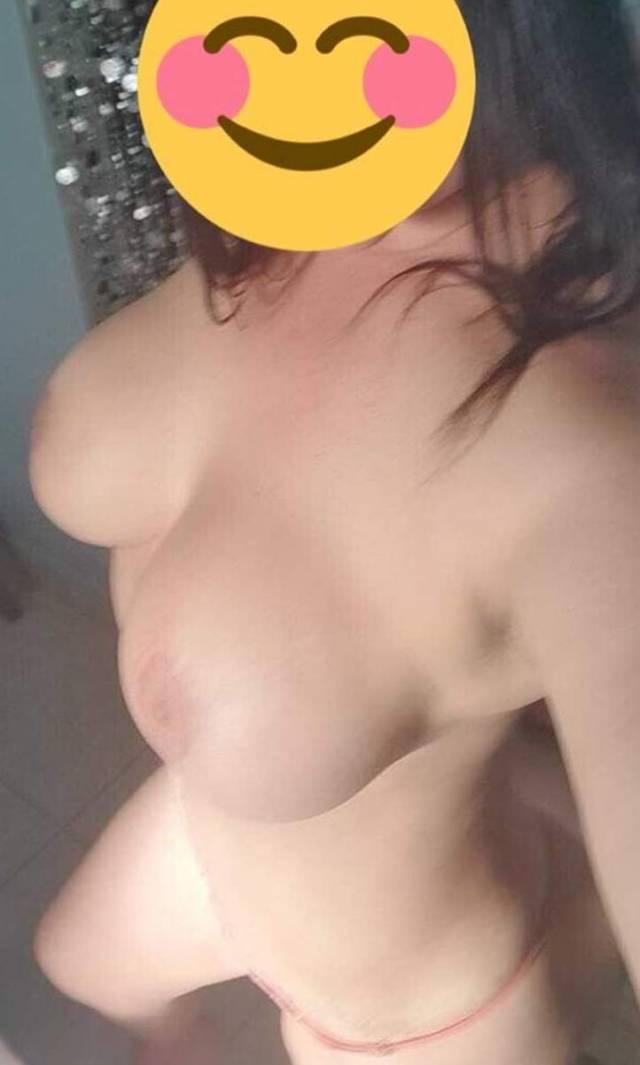 Coroa-branquinha-fotos-pelada-em-casa-7