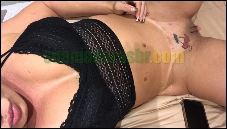 Esposa-carioca-gostosa-pelada-e-com-marquinhas-11
