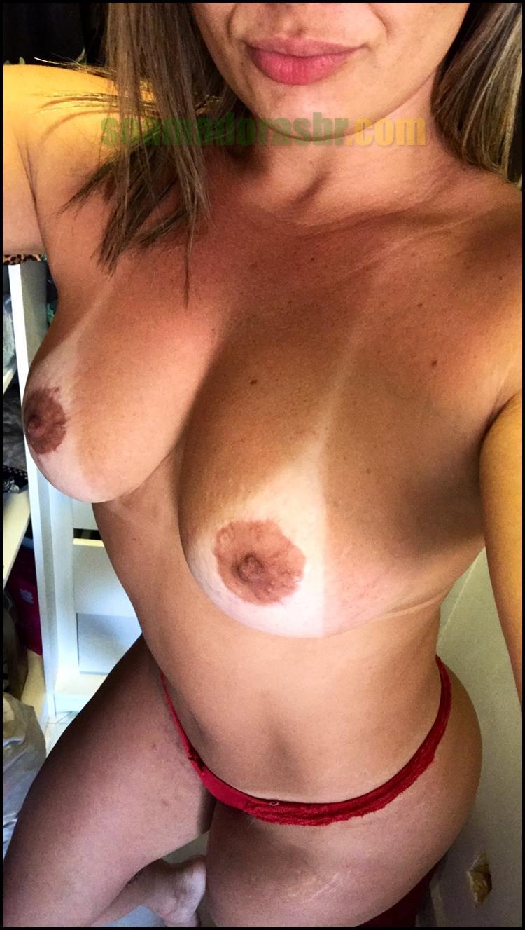 Esposa-carioca-gostosa-pelada-e-com-marquinhas-6